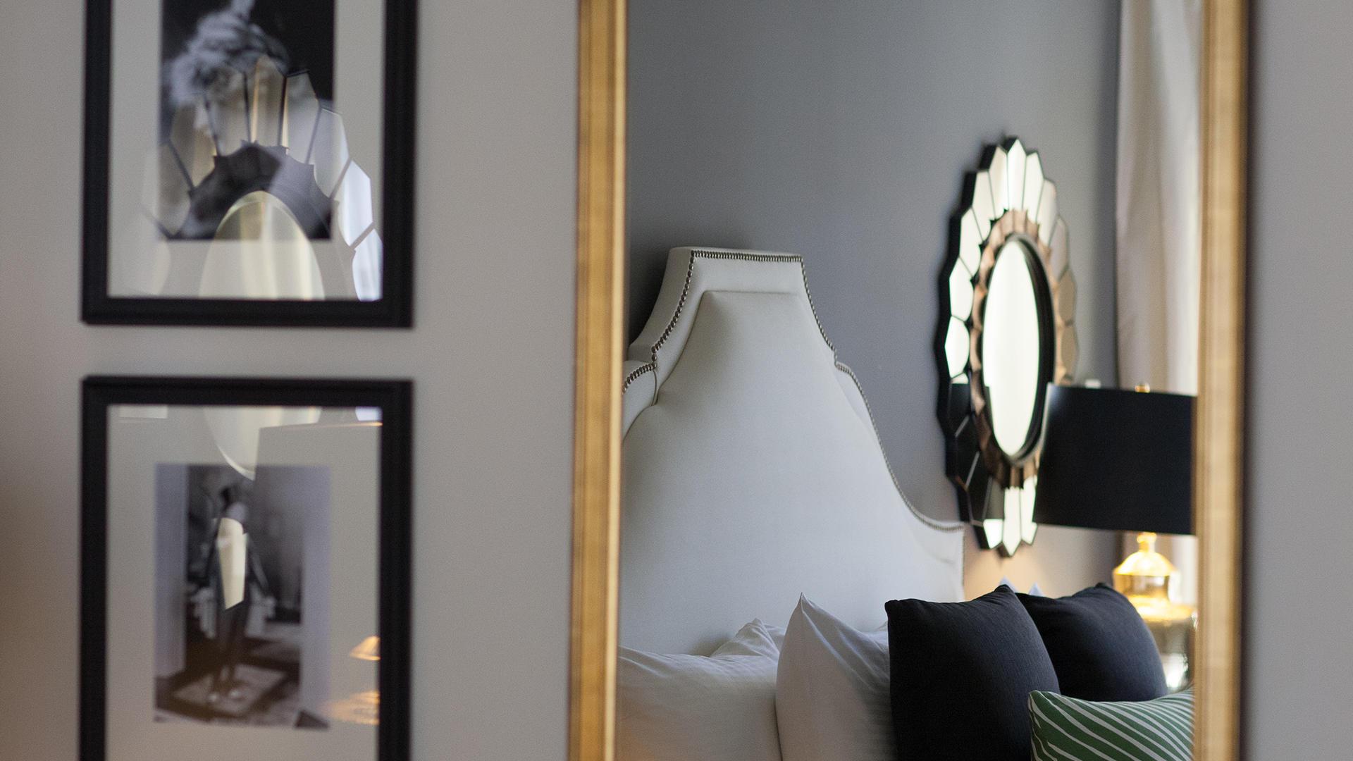 Marion Suite Detail Mirror Reflexion