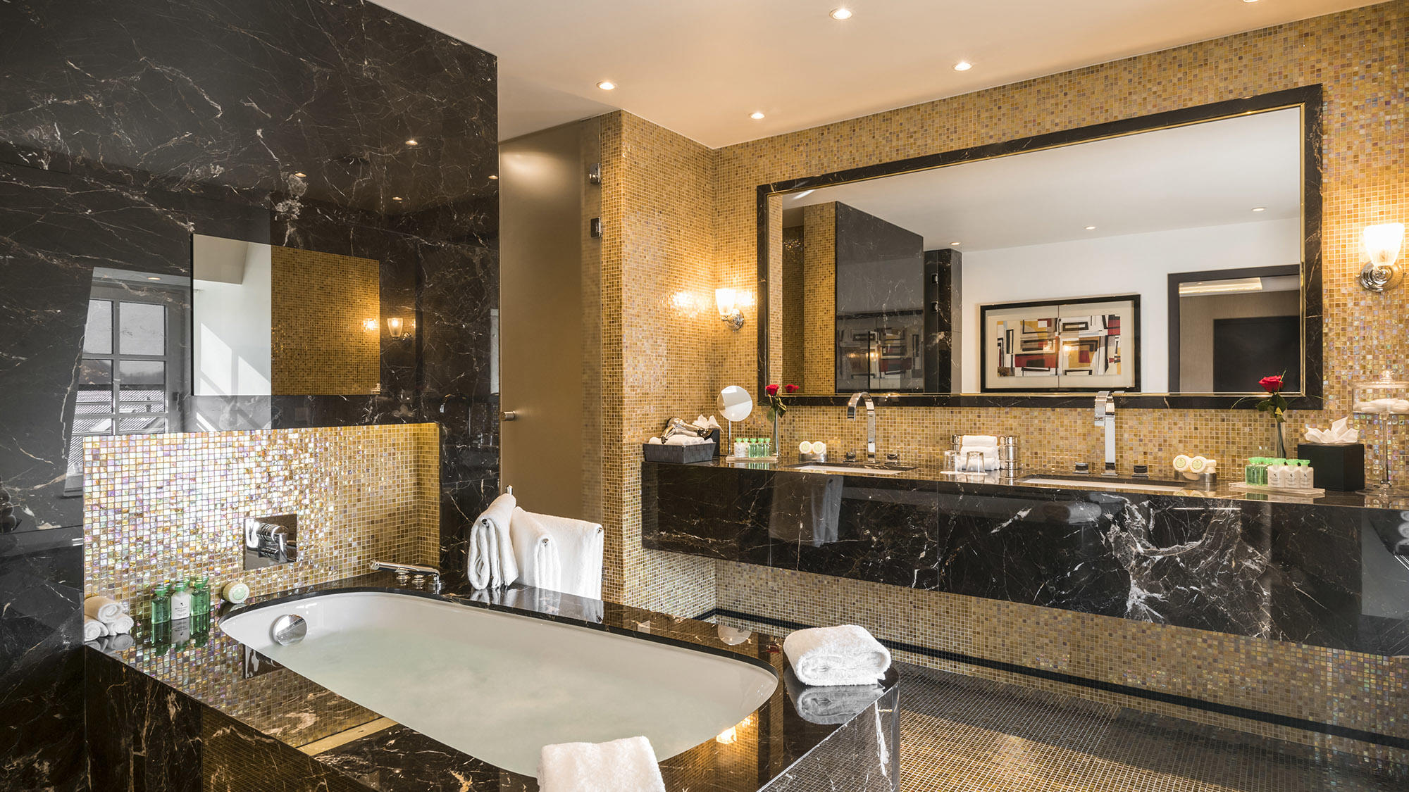Suite Grand Place Bathroom