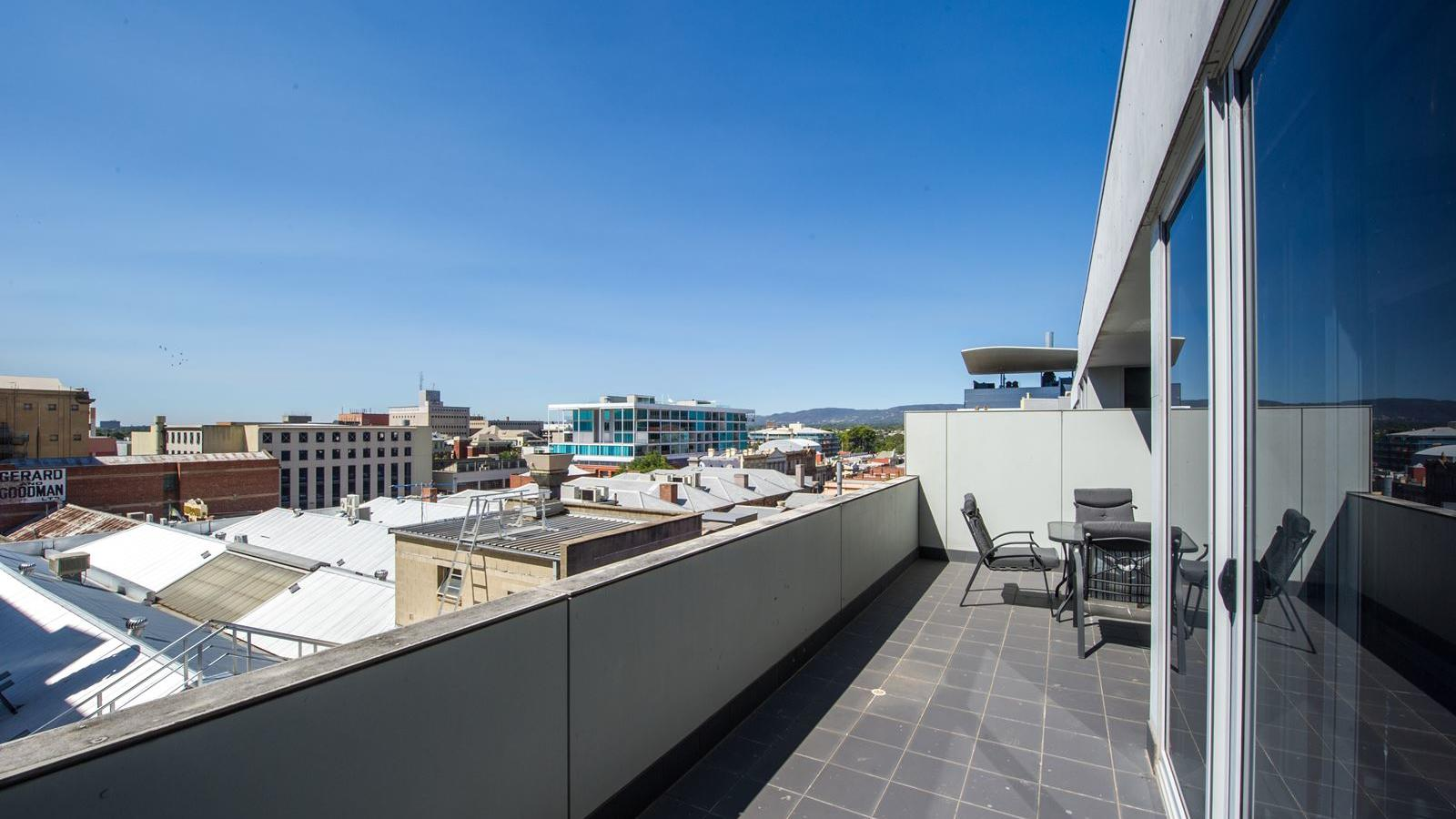 Student Living – Bent Street_Apartments Adelaide with Balcony view