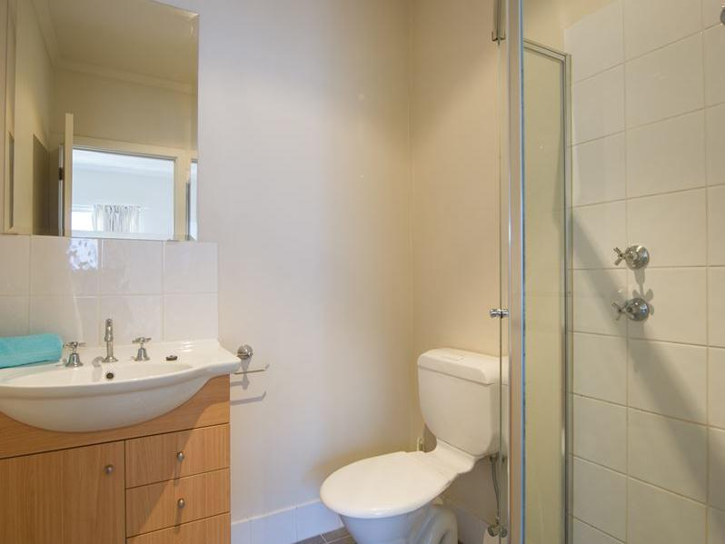 Student Living Edge Apartments – Gray Street Building - Typical ensuite bathroom