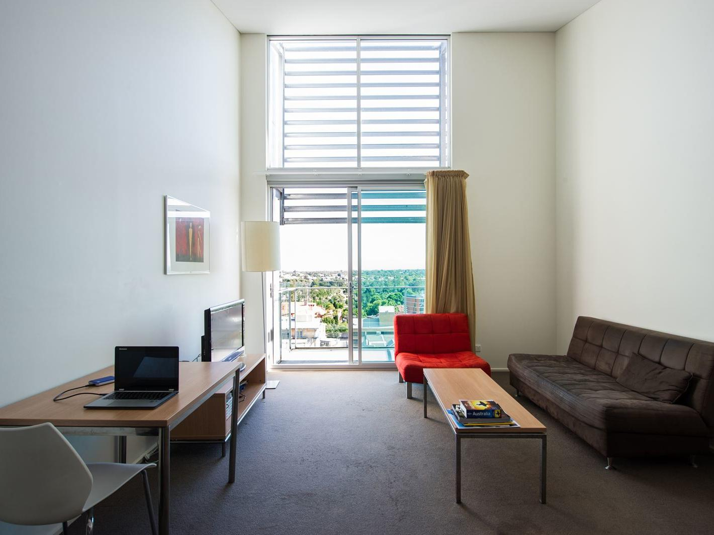 Student Living East West_Adelaide studio apartment featuring kitchen & ensuite