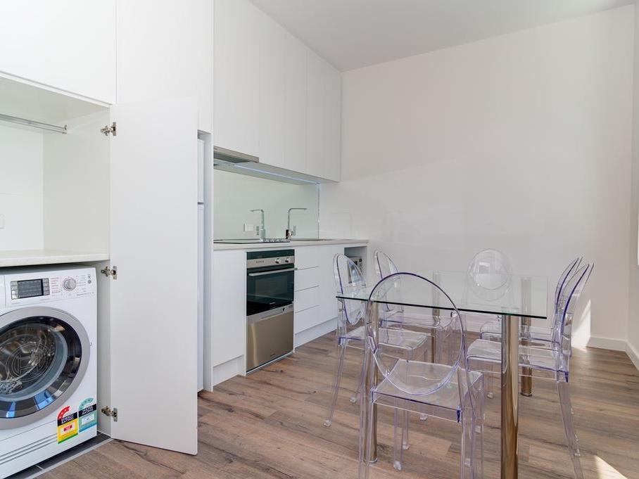 Student Living Thomas House Adelaide_Washing Machine, Kitchen & Dining