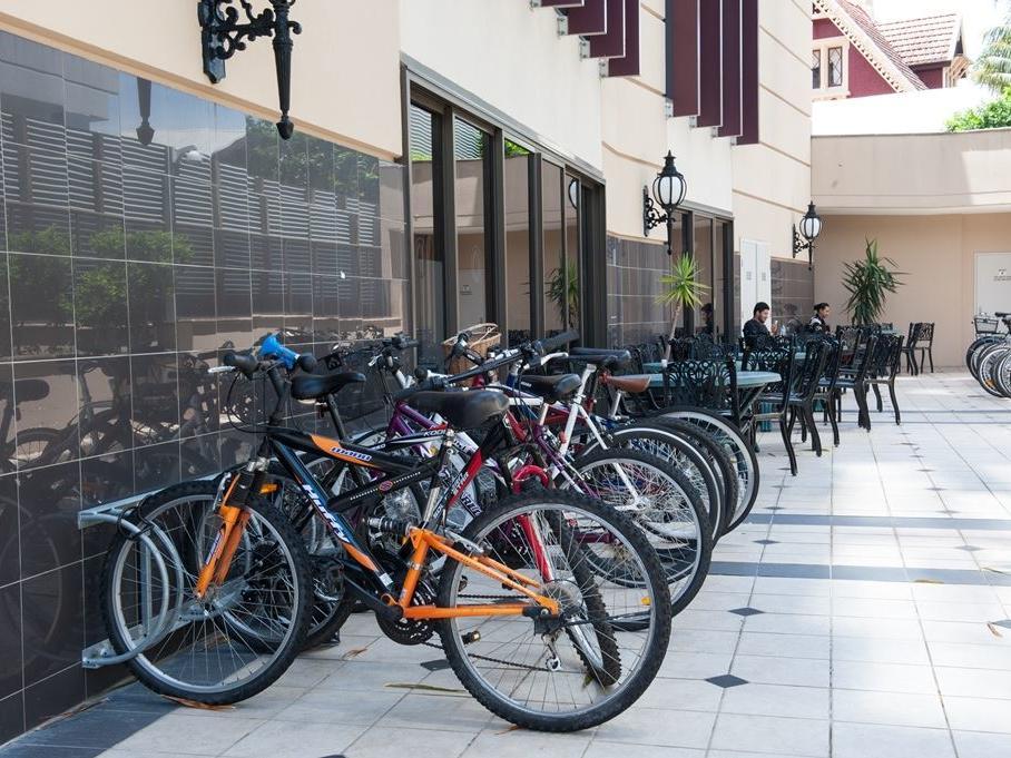 Shafston_Outside Bike Rack