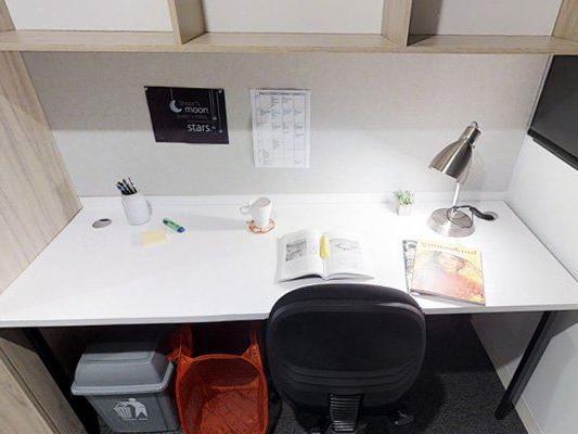UniLodge South Bank_Studio Large - Desk
