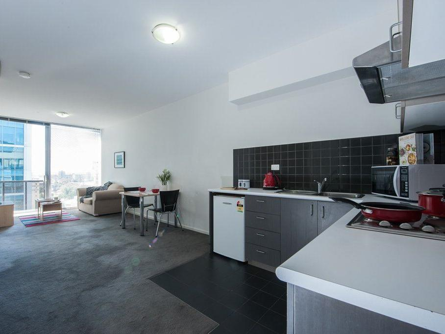 2 bedroom large apartment - kitchen