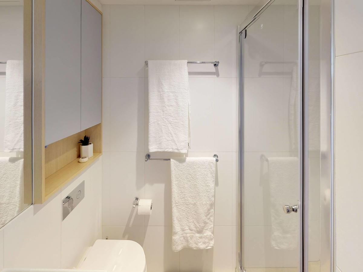 303-royal-parade-studio-twin-bathroom-wide