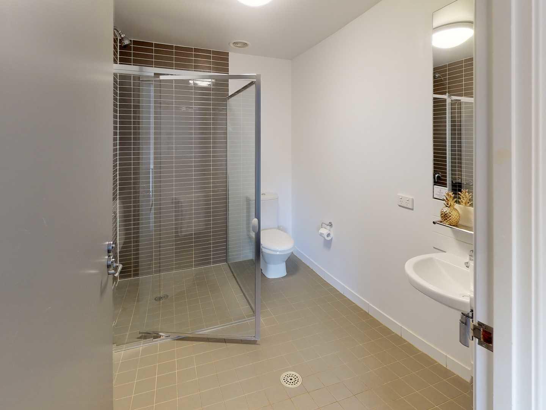 UniLodge-UC-Guginya-1-Bedroom-Bathroom