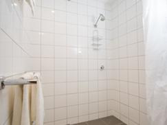 6 Bed Showroom Bathroom