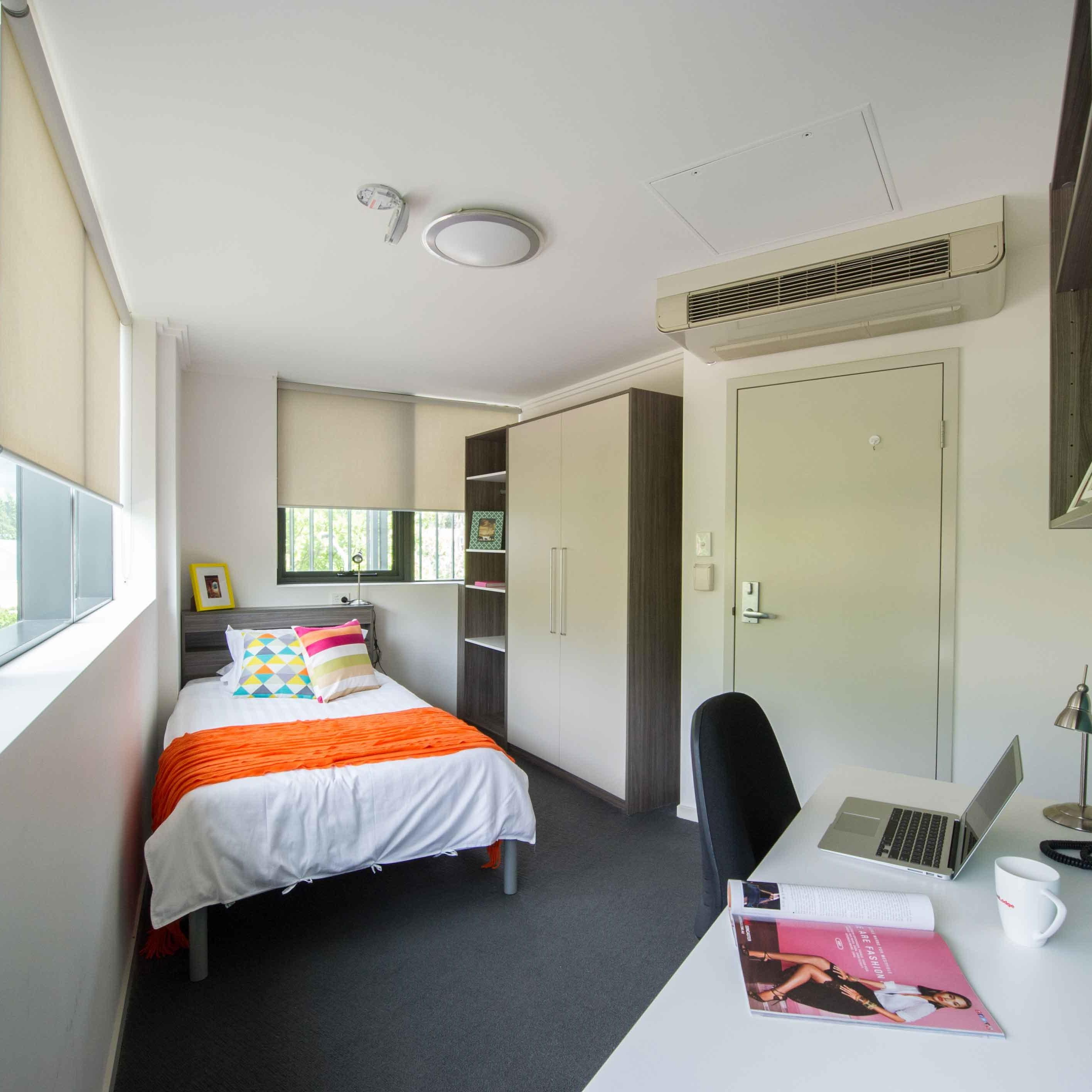 UniLodge @ ANU Warrambul Lodge 6 Bedroom Apartment