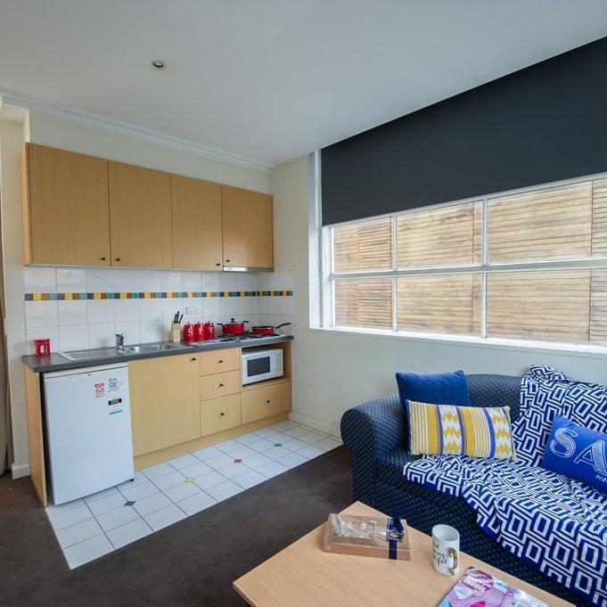 UniLodge on Swanston - Studio Apartment