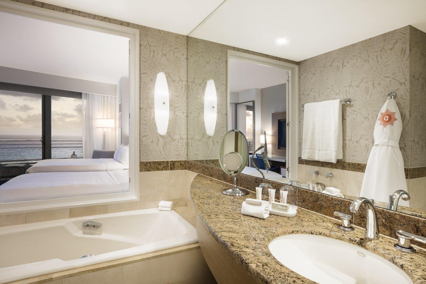 Deluxe Bathroom Oceanfront Sunrise