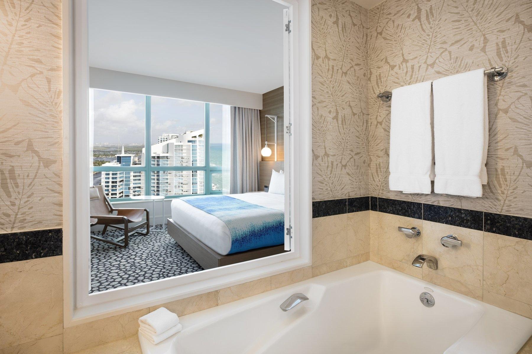 Diplomat Suite Bathroom