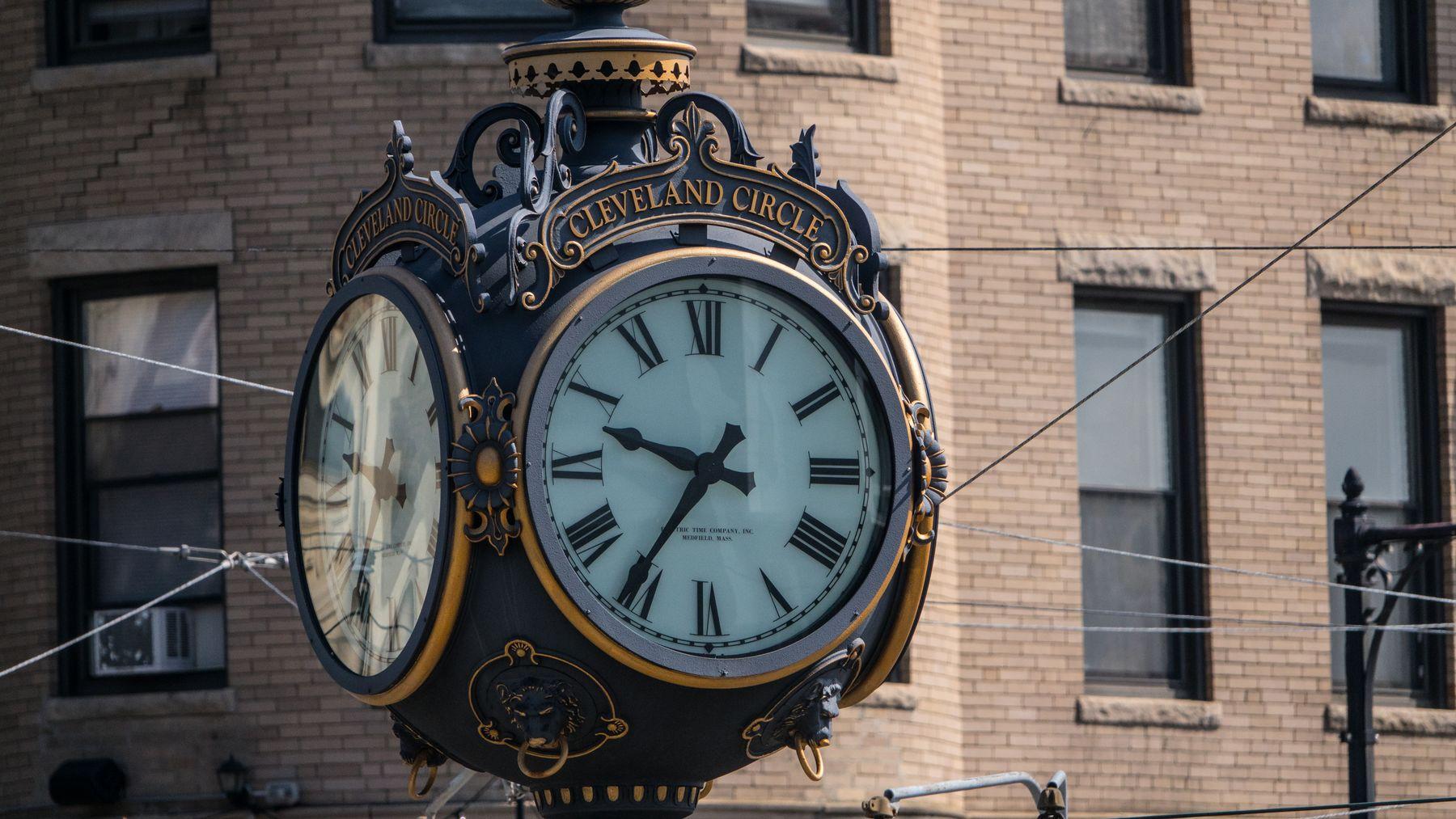 Clock in Cleveland Circle