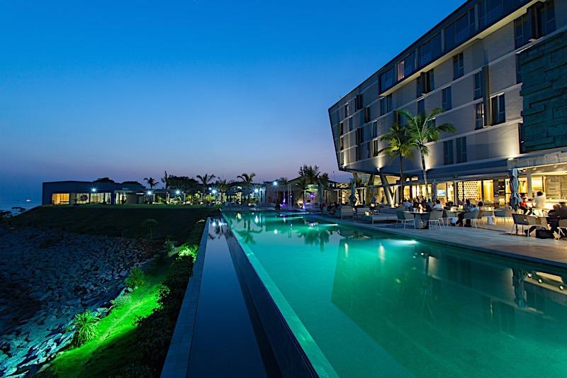 Noom Hotel Conakry au soir