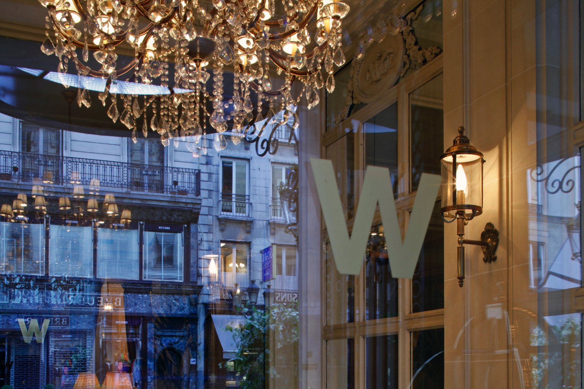 Entrance at Hotel Westminster Warwick Paris