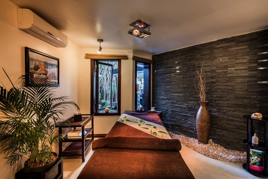 Massage Table-Single at Warwick Fiji
