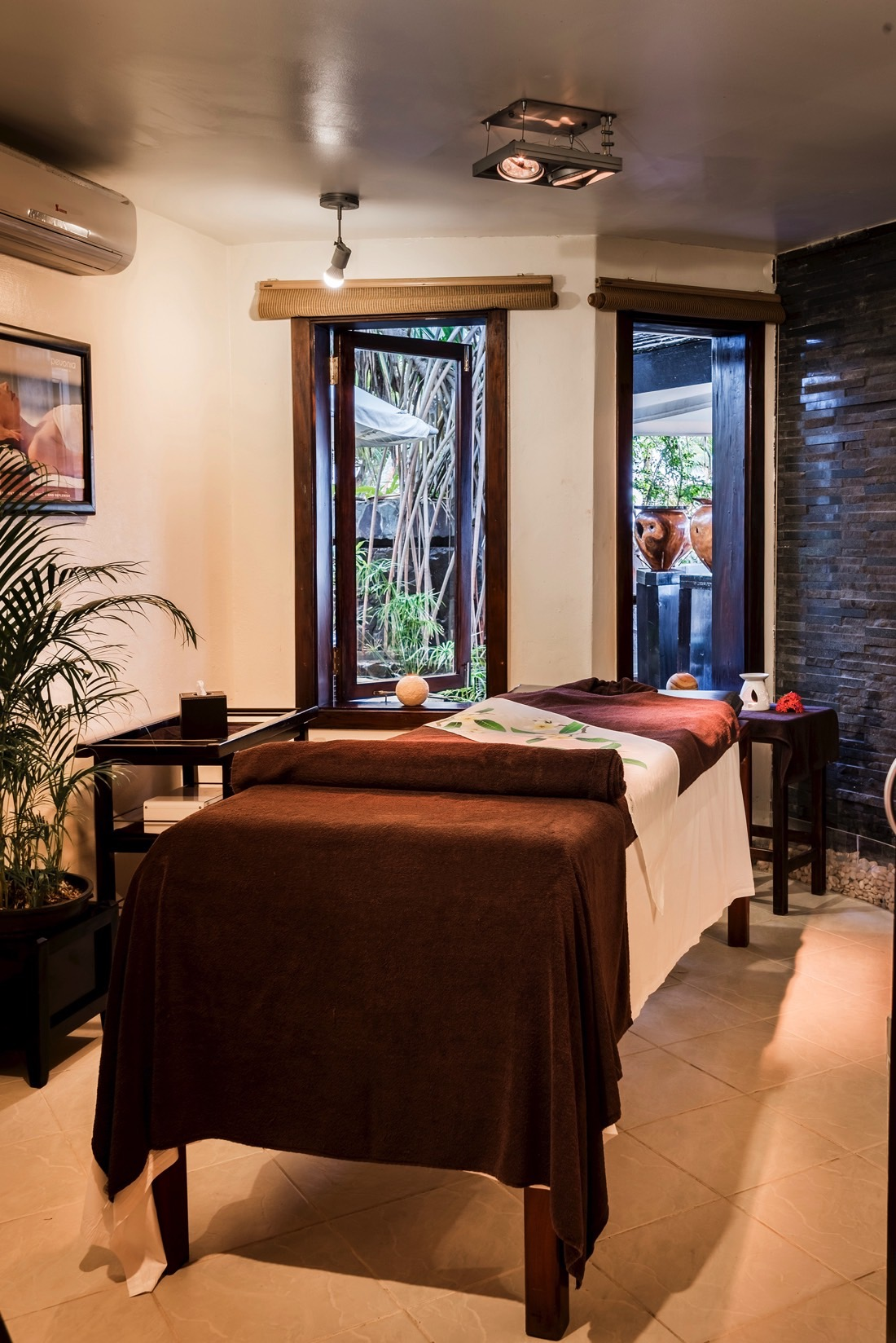 Massage Table-Spa at Warwick Fiji