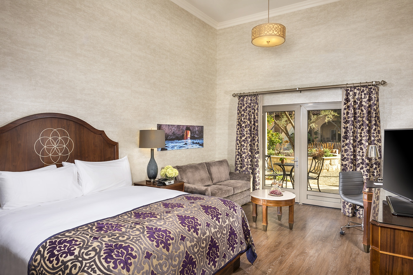 King room with terrace at Allegretto Vineyard Resort in Paso Rob