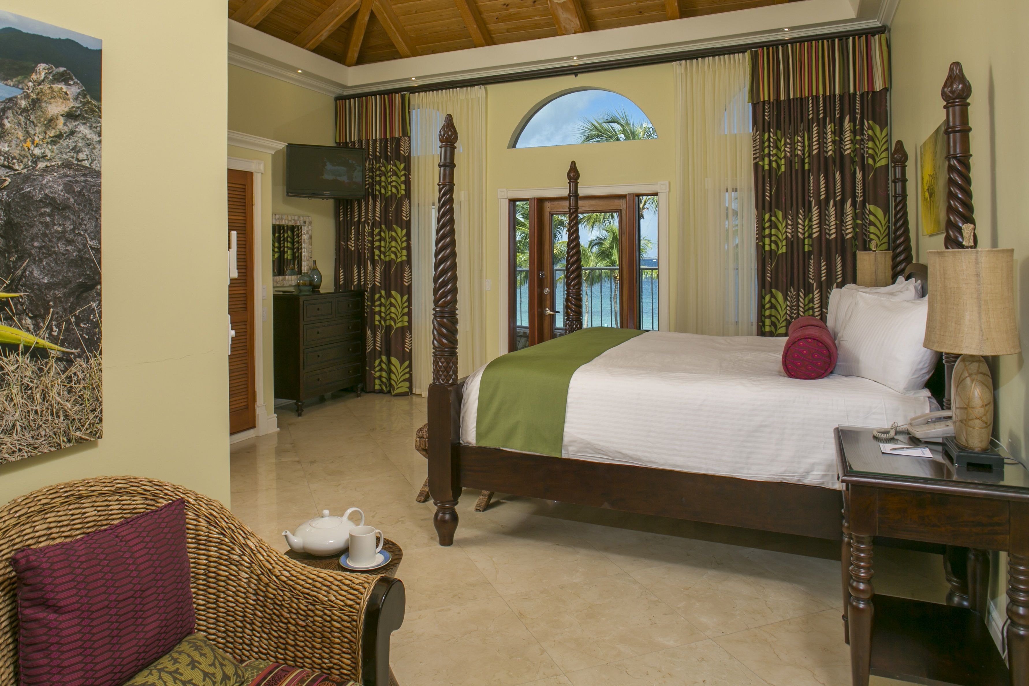 Ficus Suite Bedroom with door to terrace and ocean view