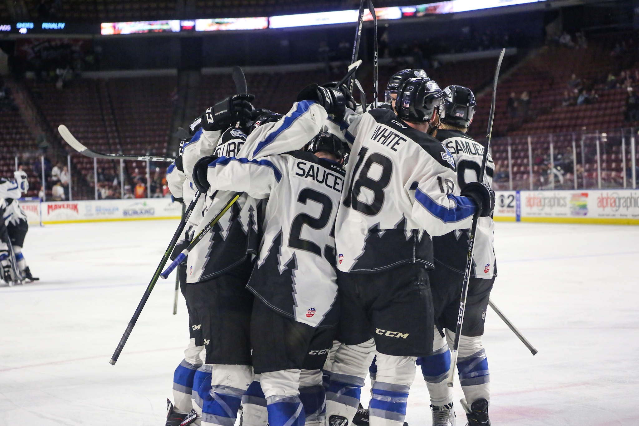 Idaho Steelheads hockey players huddle