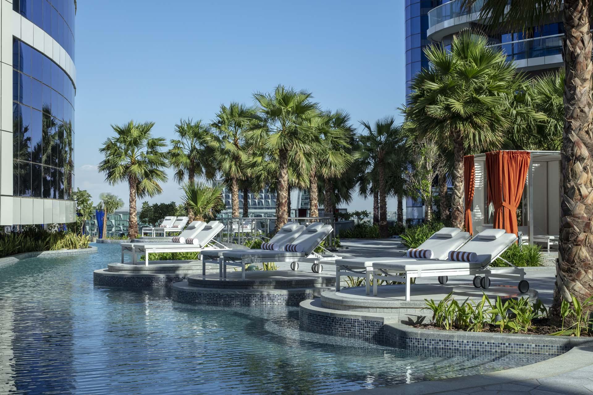 迪拜派拉蒙酒店游泳池