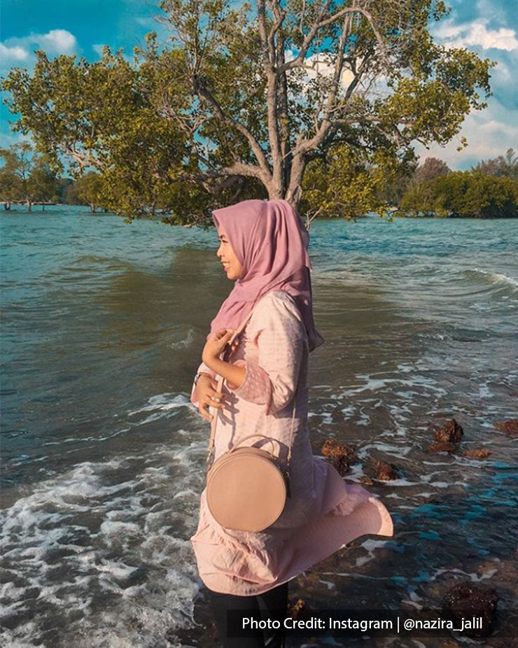 Girl posing at Pantai Cahaya Negeri, Port Dickson
