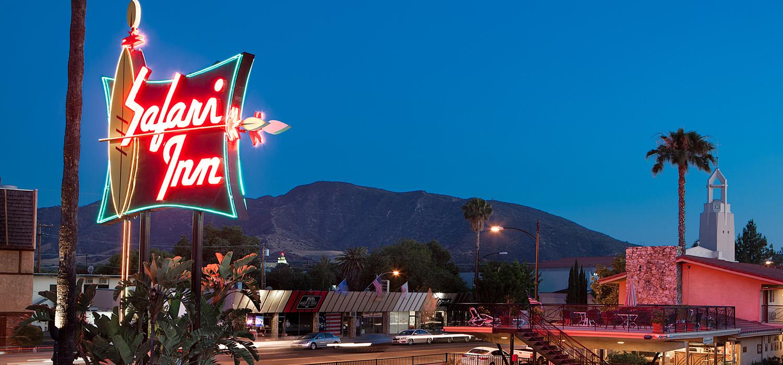 the safari inn neon sign