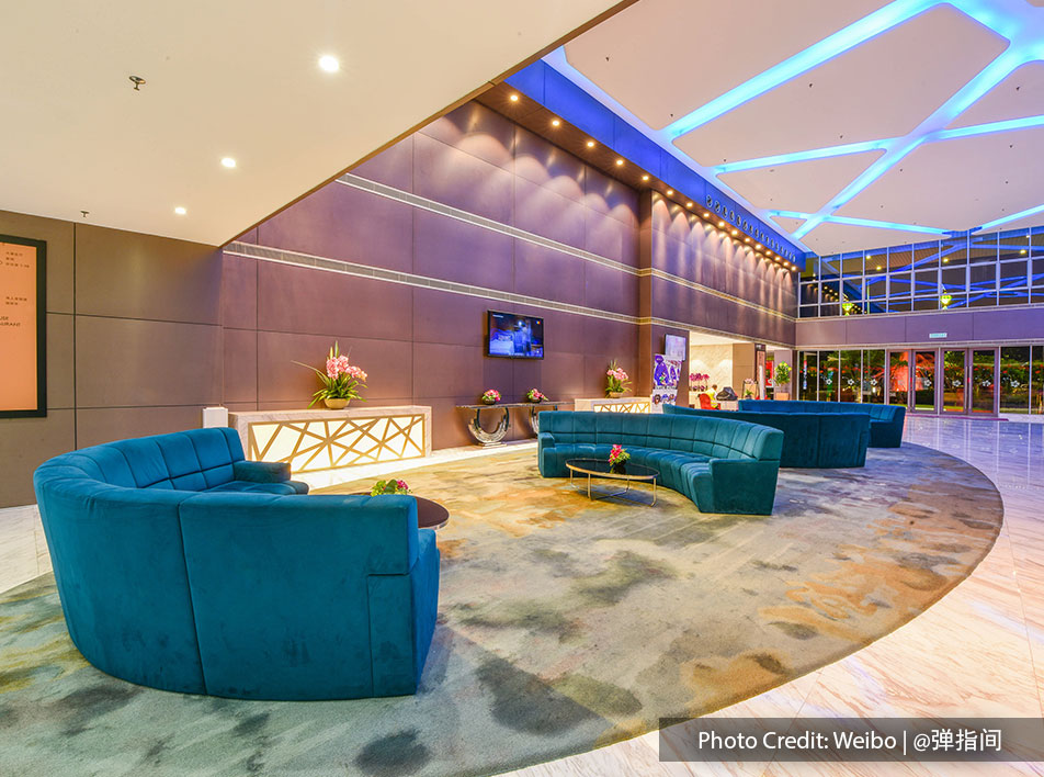 Spacious and comfortable reception area for hotel guest to rest while checking-in and out