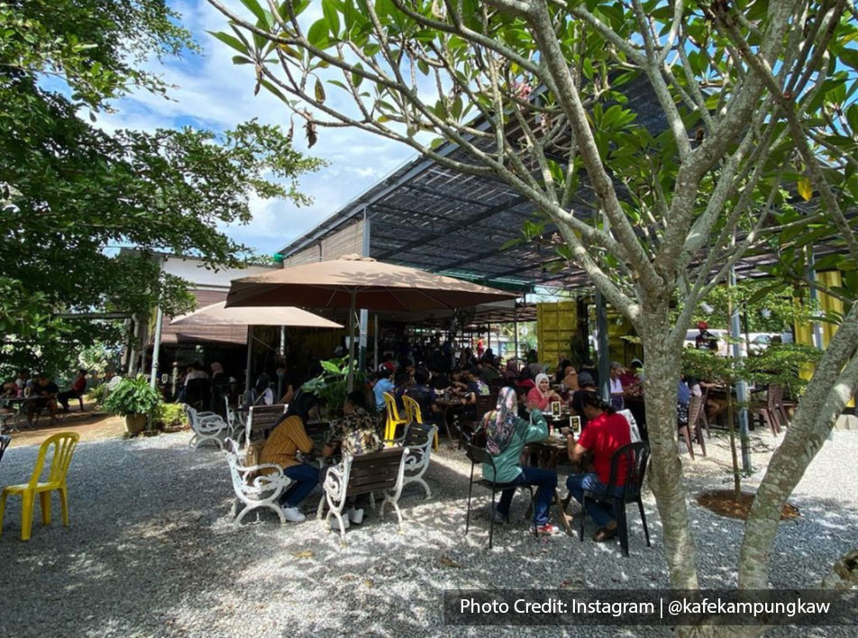 Kafe Kampung Kaw, one of the best halal restaurant near to Lexis Hibiscus Resort