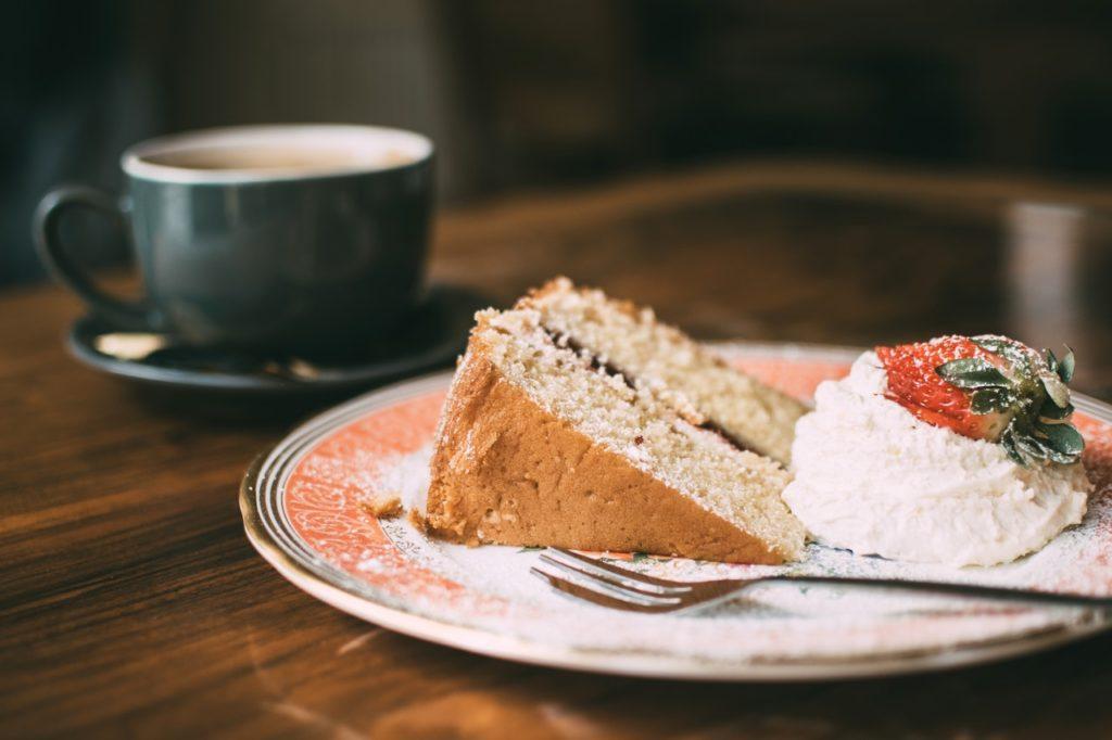 sliced cake on ceramic plate