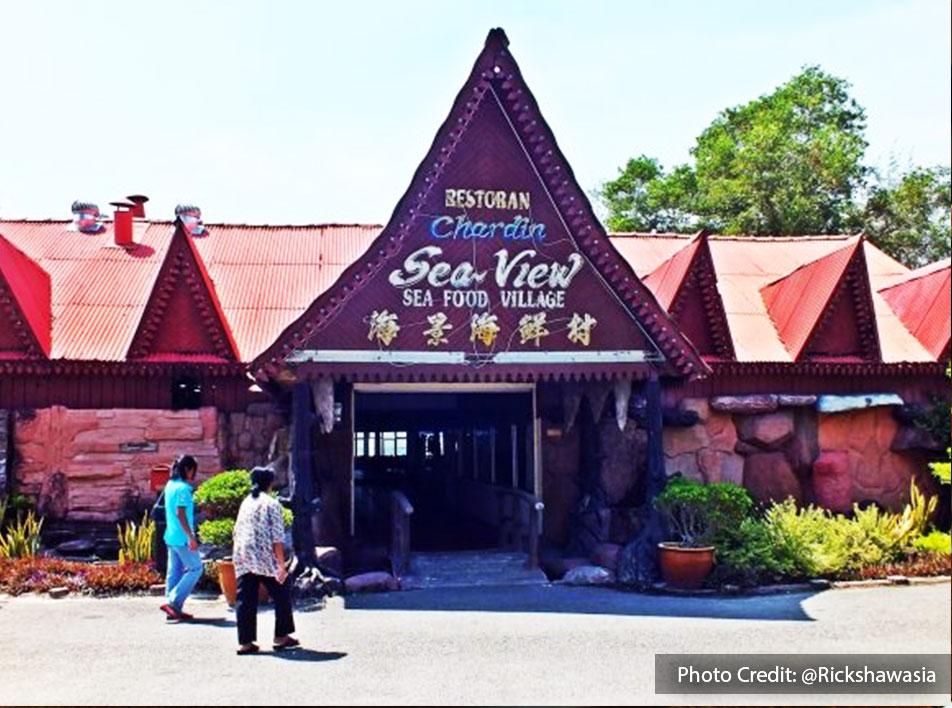 Halal seafood restaurant at Restoran Chardin Seaview Seafood Village, Port Dickson