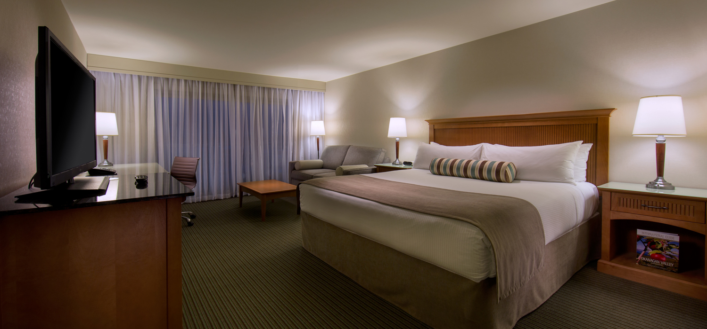 \\'here lo slay near Kelowna, Coast Capri Hotel