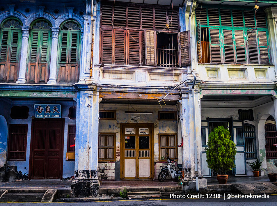 Penang highlights is having a plenty of old traditional chinese shop houses