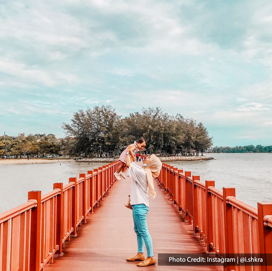 Pantai Cahaya Negeri Port Dickson photoghraphy view of tourists with forest