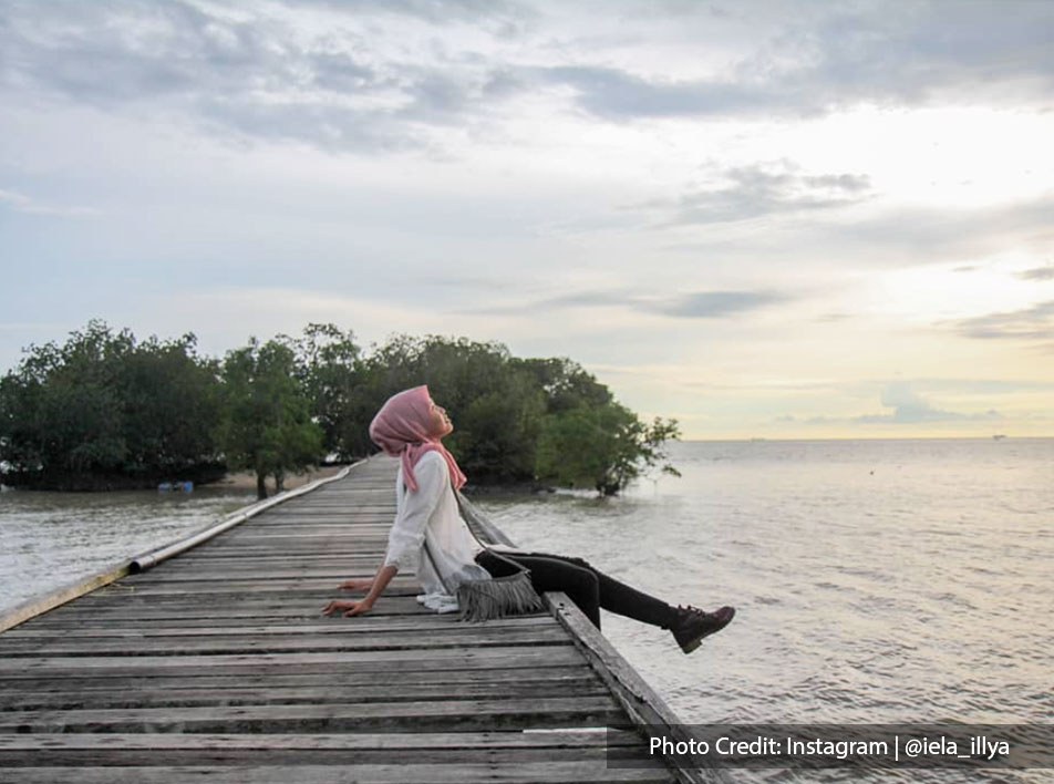 photography of a girl in teluk pelanduk with calm beautiful view
