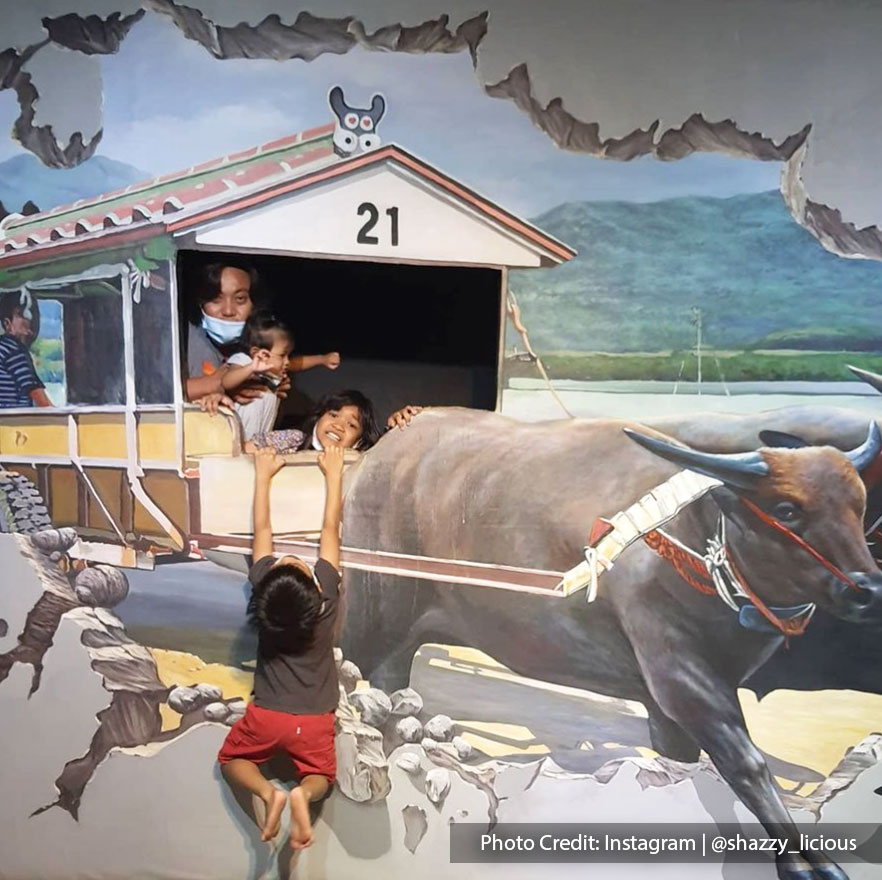 Exotic themes in 3D art gallery with riding bulls
