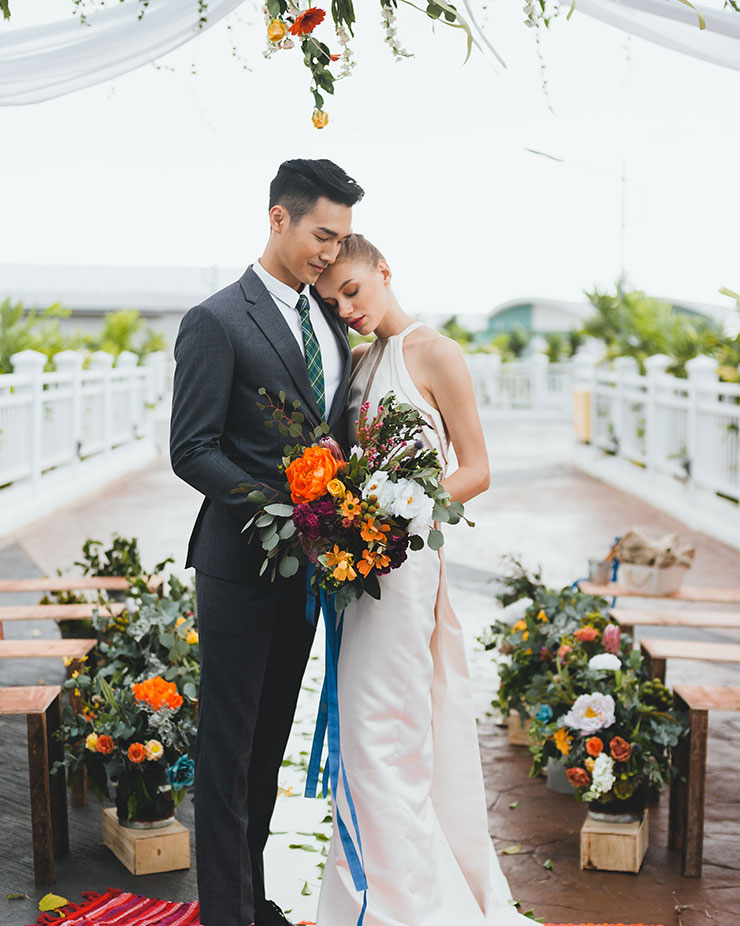 Say your wedding vows and capture the beautiful beach wedding moments at Lexis Hotel Malaysia