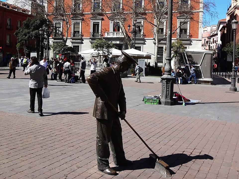 Barrio de las Letras de Madrid Plaza Jacinto Benavente